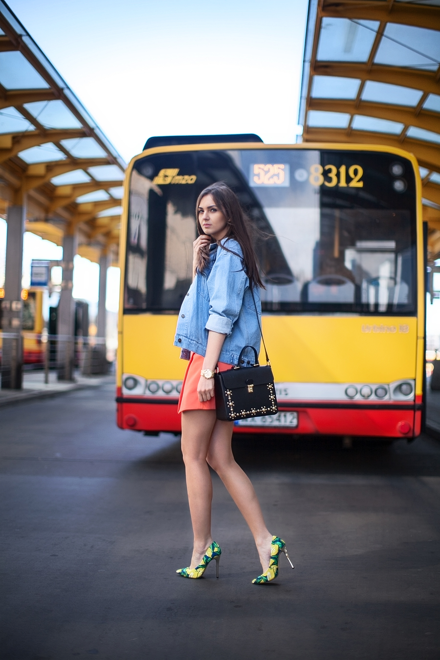 personal_style_fashion_blog_Ukraine_europe_denim_jacket_mini_skirt_orange_heels_tropical_print_Nika_Huk4