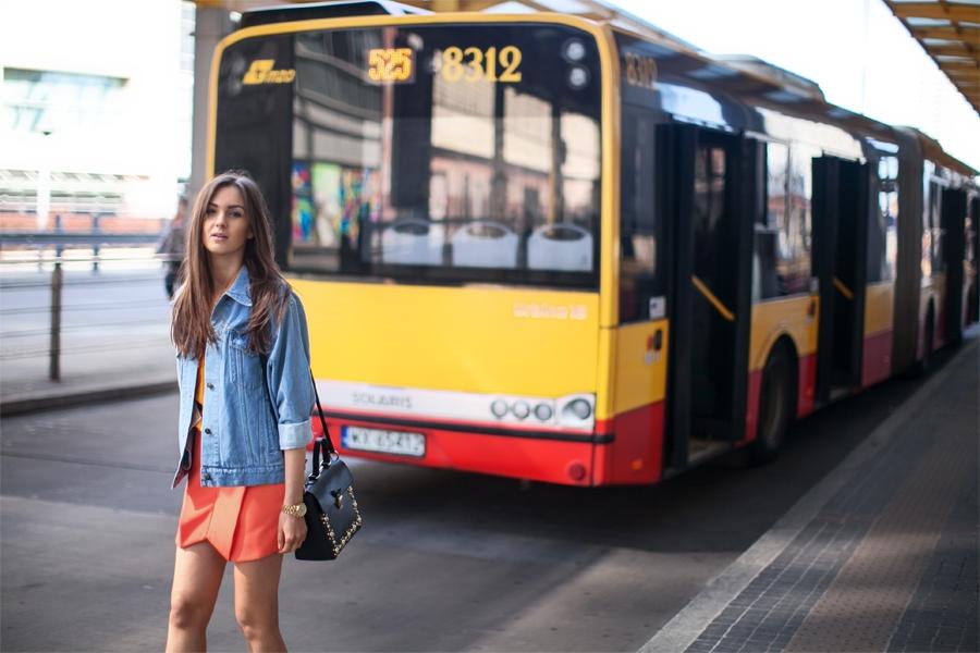 personal_style_fashion_blog_Ukraine_europe_denim_jacket_mini_skirt_orange_heels_tropical_print_Nika_Huk5