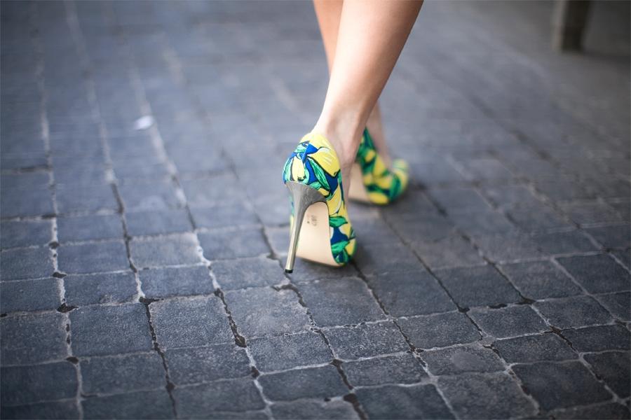 personal_style_fashion_blog_Ukraine_europe_denim_jacket_mini_skirt_orange_heels_tropical_print_Nika_Huk6
