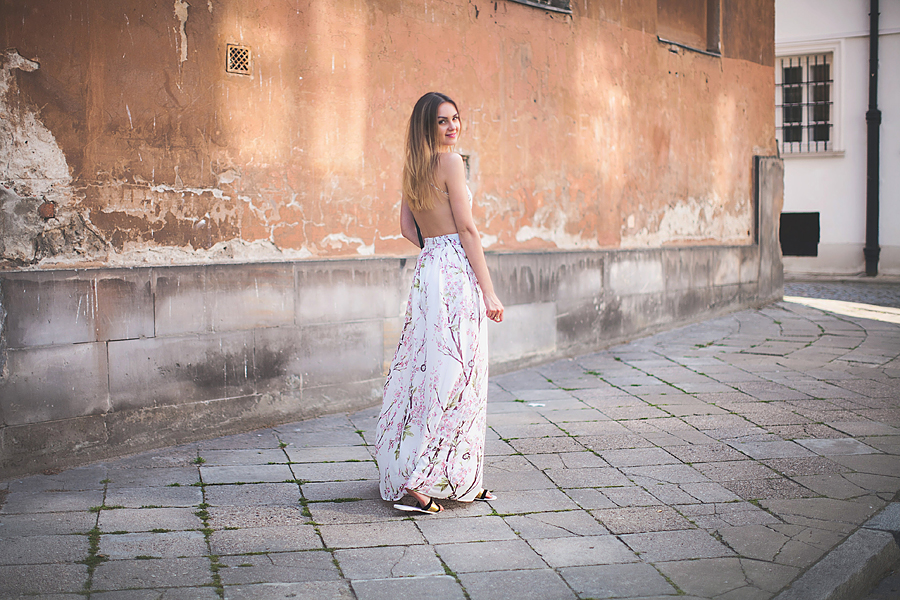 inspiration-backless-maxi-dress-outfit-floral-print-how-to-wear