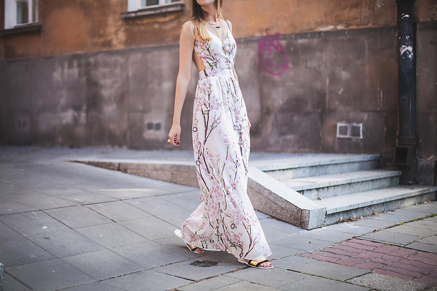 how-to-wear-floral-print-in-summer-maxi-dress