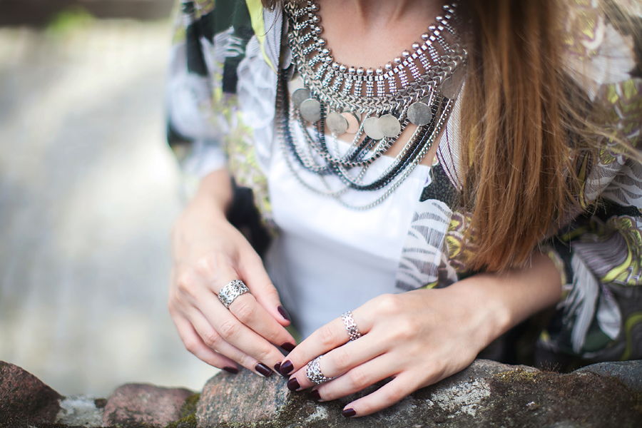 coin-necklace-how-to-wear-outfits-blogger