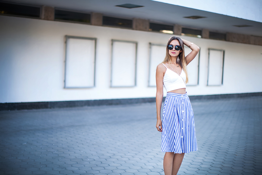 fashion-blogger-midi-skirt-outfit-ideas-how-to-style-look-of-the-day
