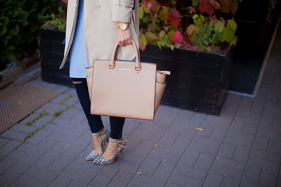 michael-kors-selma-large-tote-khaki-beige-nude-outfit