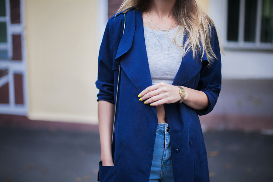 how-to-wear-a-blue-trench-coat-street-style-outfit