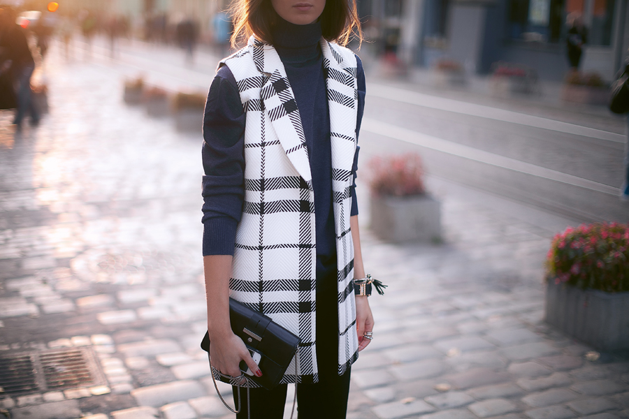 sleeveless-checked-coat