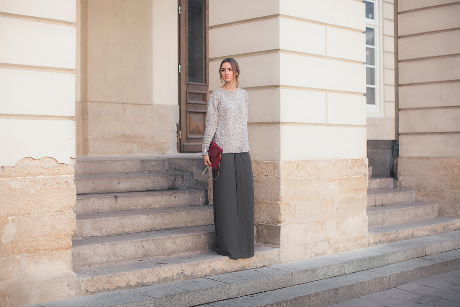wide-leg-chiffon-pants-oversized-sweater-outfit-street-style