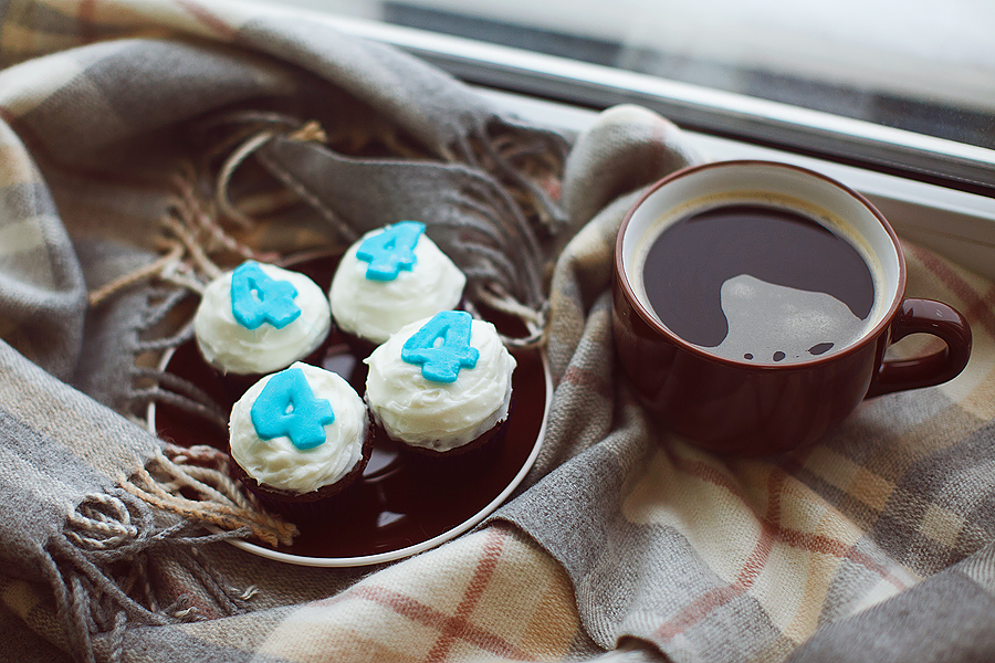 blue-number-cupcakes-chocolate