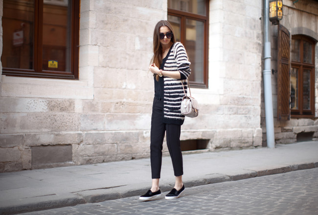 striped-cardigan-cropped-pants-spring-outfit-ideas