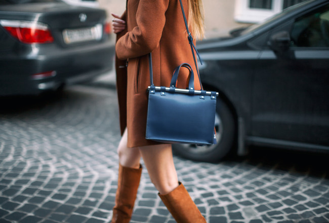 zara-blue-doctor-bag-metal-bars-outfit-street-style