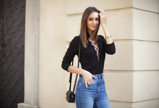 black-lace-up-bodysuit-outfit-street-style