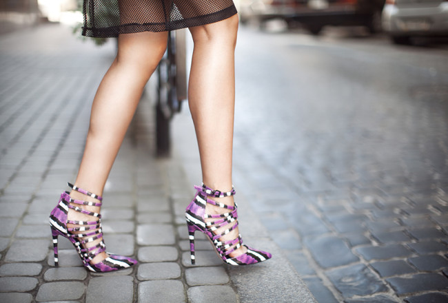 sexy-purple-heels-snake-print-outfit-blogger